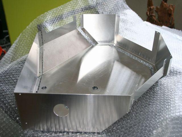 アルミ精密板金、1個からの製作対応