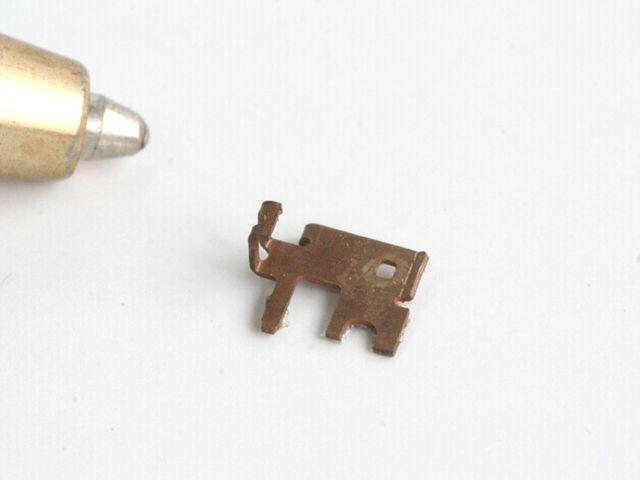 りん青銅接点バネ 微細加工画像