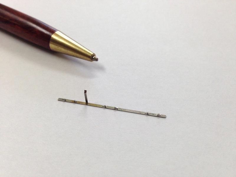 ステンレス t0.15の精密板バネ