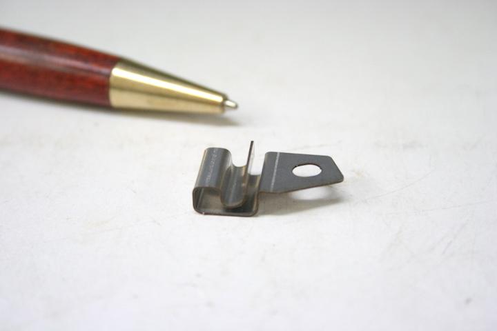 板バネの精密板金試作画像