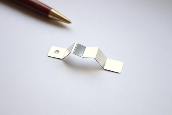 ステンレス製 板バネの少量製作事例画像