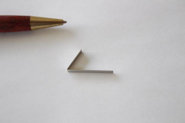 ステンレス t0.3の薄板バネ画像