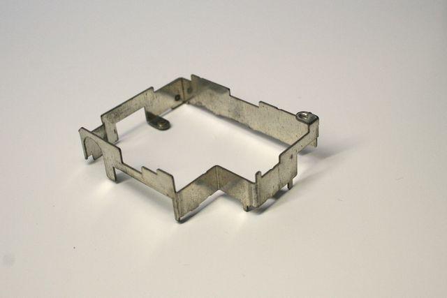 金属部品(シャーシ) 板金加工 試作品製作画像