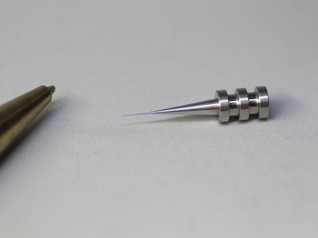 φ0.3mmの先端加工(切削加工)画像