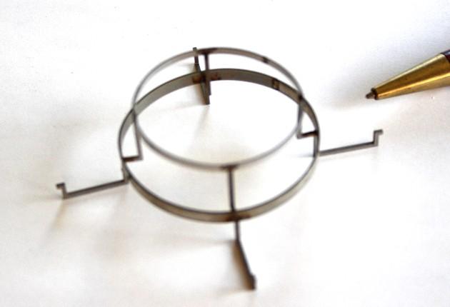板バネ材を使用した治具の製作画像