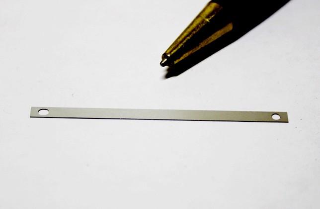 みがき特殊帯鋼 t0.3穴あきプレート