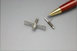 半導体チップ押さえ部品画像