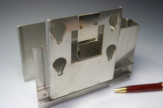 産業機器筐体部品(精密板金)画像