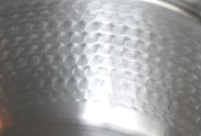 へら絞りによる槌目模様画像