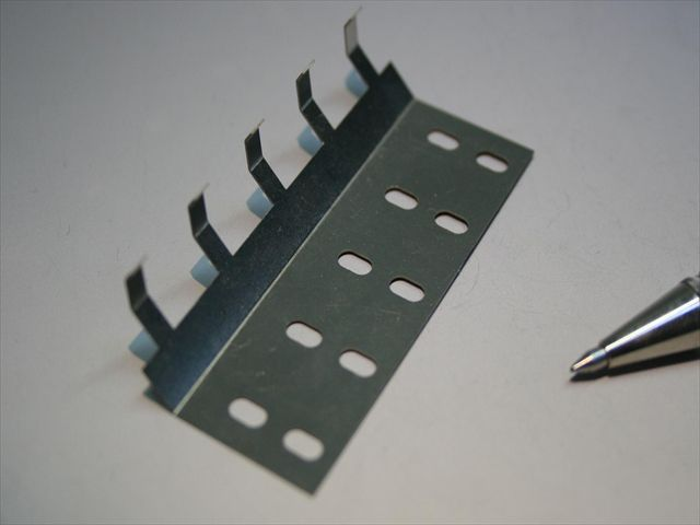 ステンレス ホッパー用板バネ(板ばね)画像