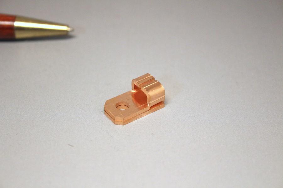 二つ折り接点端子の少量製作画像