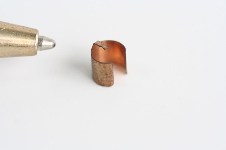 微細な筒型の電気接点製作画像