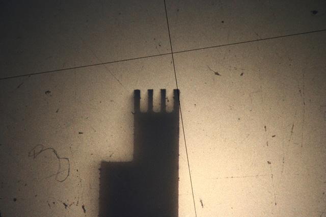 ワイヤーカット 微細加工画像