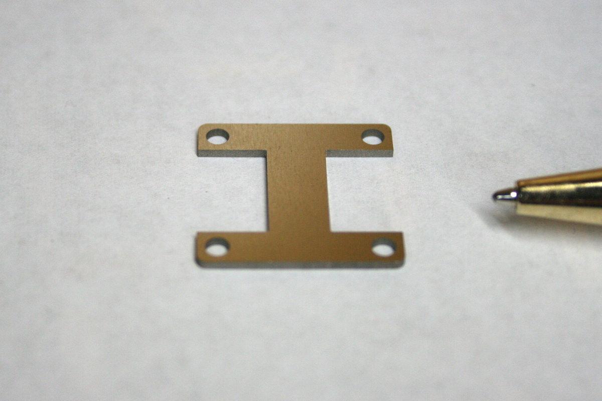 バリを大幅に軽減、 t1.0 シム板画像